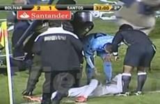 Neymar bị các cổ động viên ném vật thể lạ vào mặt