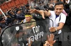 """Quốc hội Thái Lan hoãn họp vì phe """"Áo vàng"""" bao vây"""