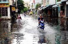 TP.HCM: Nhiều con phố thành sông sau cơn mưa dài