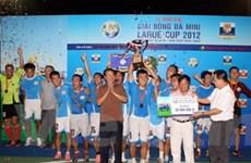 Đội Vietnam Airlines vô địch giải bóng đá Larue Cup