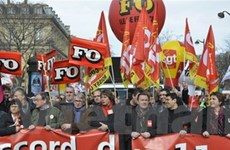 Hàng nghìn người tham gia biểu tình ở Pháp, Bulgaria