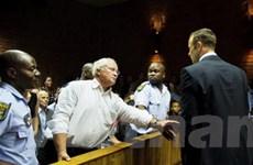 Gia đình Pistorius phủ nhận sở hữu súng sát thương