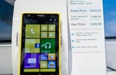 """Lumia 1020 """"cháy hàng"""" chỉ sau một ngày rao bán"""