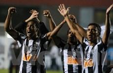 Đội bóng của Ronaldinho lần đầu vô địch Nam Mỹ