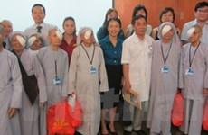 Phẫu thuật đục thủy tinh thể cho các bệnh nhân nghèo