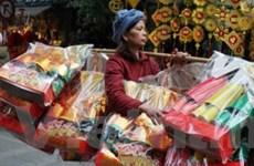 Hà Nội: Thị trường vàng mã, cá chép tăng nhiệt