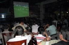 """Hàng quán Hà Nội """"lăn"""" theo trái bóng World Cup"""