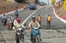 Hà Nội: Chính thức thông xe cầu phao sông Đuống