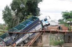 Xử lý xe tải gây nguy cơ sập cầu trên Quốc lộ 38