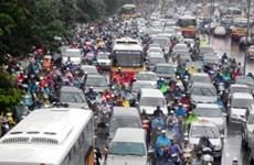 Hà Nội ùn tắc đường kéo dài sau cơn mưa bão