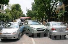 Hà Nội: 4 ôtô đâm nhau, tắc nghẽn đường cục bộ