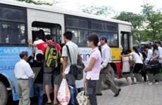 """Các bến xe lại """"ngạt thở"""" vì khách đổ xô về Hà Nội"""