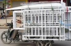 """Ra quân """"truy quét"""" các xe ba bánh tự chế ở Hà Nội"""