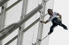 """""""Người nhện"""" Pháp chinh phục nhà 57 tầng ở Sydney"""