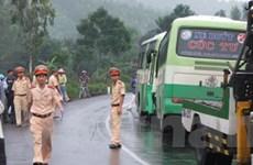 Hai xe buýt đâm nhau, 25 hành khách đi cấp cứu