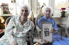 Cặp song sinh người Bỉ kỷ niệm sinh nhật thứ 100