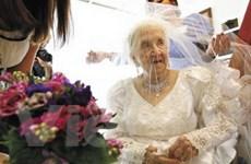 Một cụ bà người Mỹ 100 tuổi vẫn tổ chức đám cưới