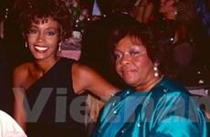 Mẹ Whitney Houston lên tiếng sau cái chết của con