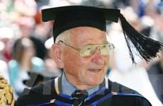 Lập kỷ lục cử nhân cao niên nhất thế giới ở tuổi 97