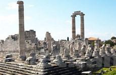 Du lịch Hy Lạp chao đảo vì cuộc khủng hoảng nợ
