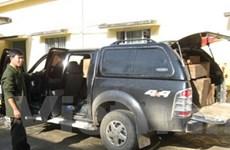 Xe Ford cải biên, dùng biển số giả vận chuyển gỗ lậu