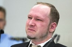 Sát thủ Na Uy Breivik bị ném giày ngay ở phiên tòa