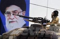 """Iran duyệt binh để """"khoe"""" các loại vũ khí hạng nặng"""