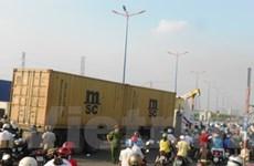 Xe container mất thắng, hơn chục người đi cấp cứu
