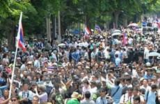 Hàng nghìn người biểu tình ngoài nhà Quốc hội Thái