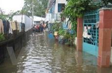 Triều cường lên, nhiều nơi ở TP. HCM lại ngập sâu