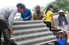 Trao tặng 10.000 tấm lợp giúp dân sửa nhà sau lũ