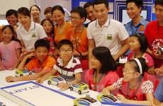 Panasonic giúp học sinh Việt Nam lắp ráp ôtô hybrid
