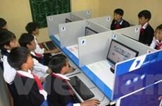 Quỹ VNIF tặng 20 máy tính cho đồng bào vùng khó