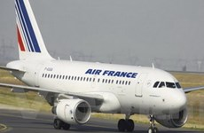 Suy thoái kinh tế buộc các hãng hàng không tiết kiệm