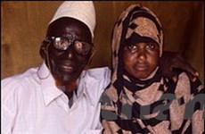 Cụ ông 112 tuổi cưới thiếu nữ tròn 17 tuổi