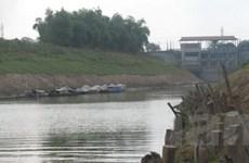 Sông Nhuệ cạn kiệt, nông dân khó tìm nguồn tưới