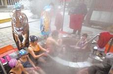 Người dân Trung quốc giải trí với... tắm tập thể