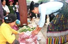 Độc đáo phiên chợ vùng biên Thanh Hóa-Hủa Phăn