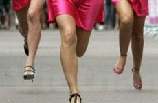 Kỷ lục mới về... số người chạy bằng giày cao gót