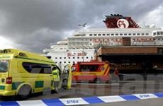 Sơ tán 2.300 người trên tàu du lịch bị cháy