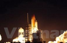 """Tàu con thoi Discovery lên """"cảng vũ trụ"""" ISS"""