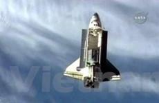 """Tàu Discovery """"cập bến"""" ISS một cách hoàn hảo"""