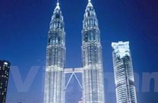 Bị phạt tiền vì chinh phục Tháp đôi Petronas