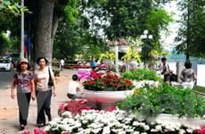 Hồ Gươm rực rỡ sắc hoa trong ngày hội 999 năm