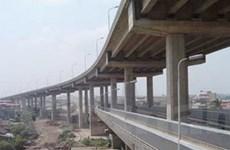 Phân luồng giao thông qua cầu Thăng Long