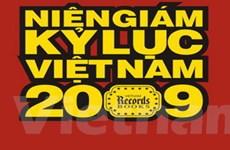 """Phát hành cuốn """"Niên giám kỷ lục Việt Nam 2009"""""""