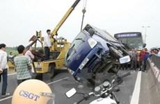 Xe máy lao thẳng vào đầu xe tải, hai người chết