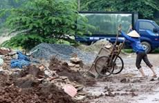 Xử lý xả rác bừa bãi ở Hà Nội: Ai phạt, phạt ai?