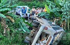 30 người thương vong vì xe khách lật ở Kon Tum