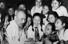 Trung tâm Văn hóa Việt tại Lào nhận huân chương